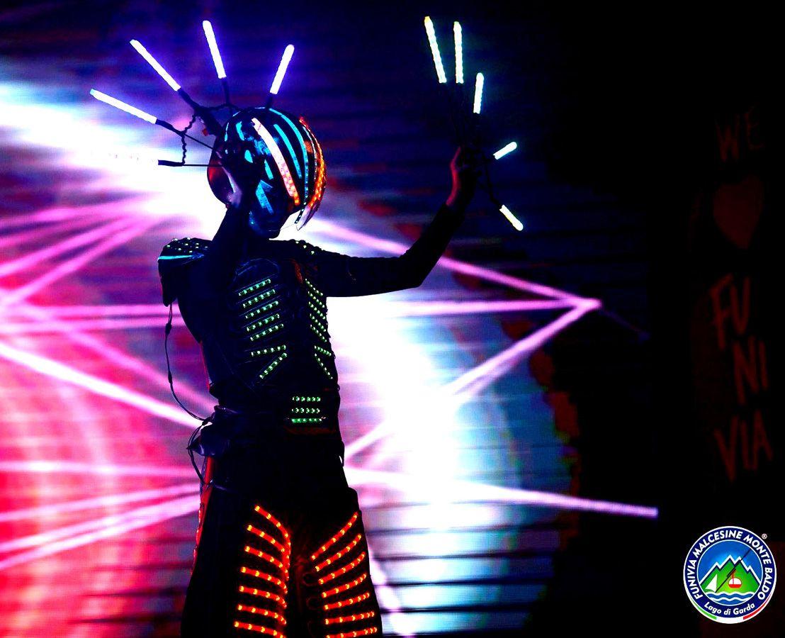 Animation avec robots lumineux pour discoth que et concerts animation avec robots lumineux led - Robot per cucinare e cuocere ...